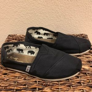 Toms Black classic slip on